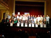 Foto de família d'alguns dels premiats amb els ENGANXEN 2013 (Bartolomé Pluma)